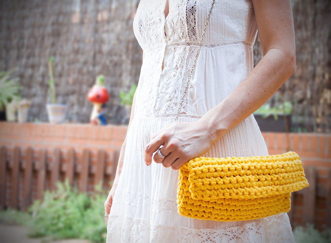 Bolso de trapillo elegante con cadena