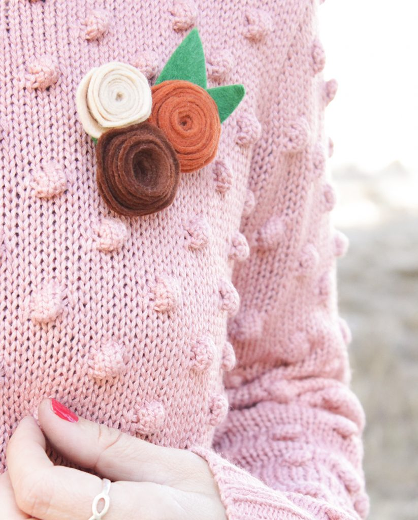 Broche de flor con fieltro